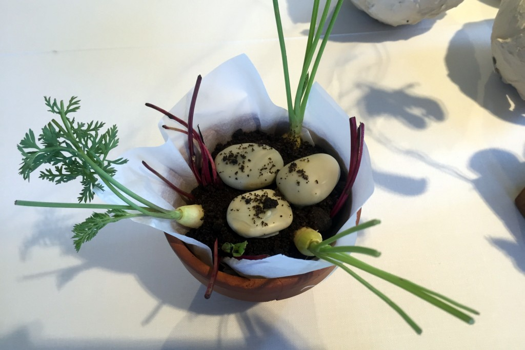 "Can Jubany  Vegetables in ""soil"" with bleu cheese rocks"